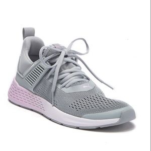 Like New! Insurge ENG Puma sneakers